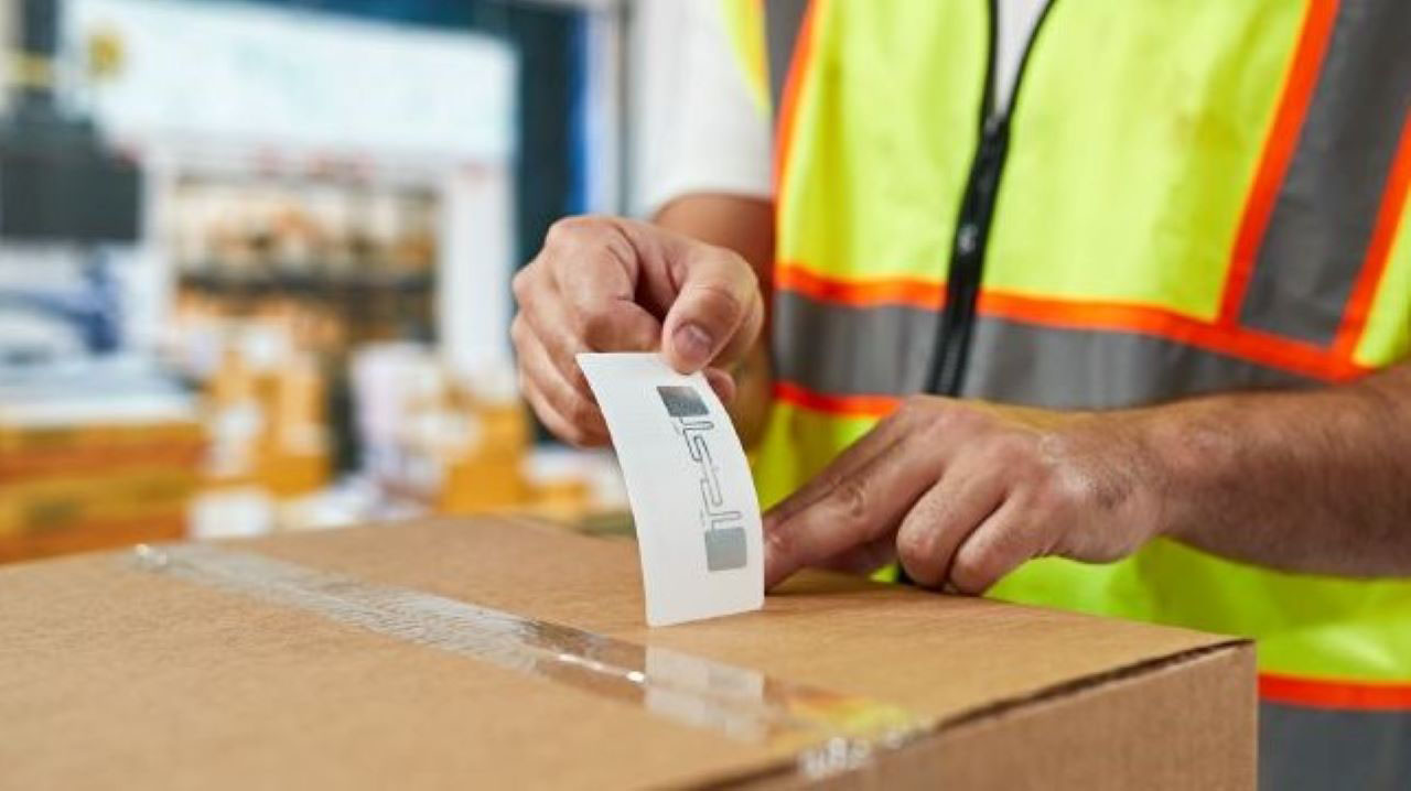 manufacturing-photography-website-blog-rfid-label-on-box